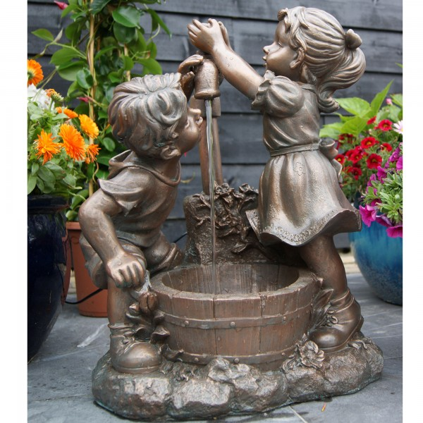 Wasserspiel Kinder am Brunnen Terrassenbrunnen