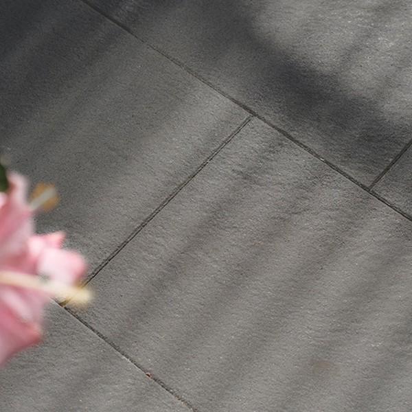 Terrassenplatte Pura 60x40x4 cm basalt Beispiel