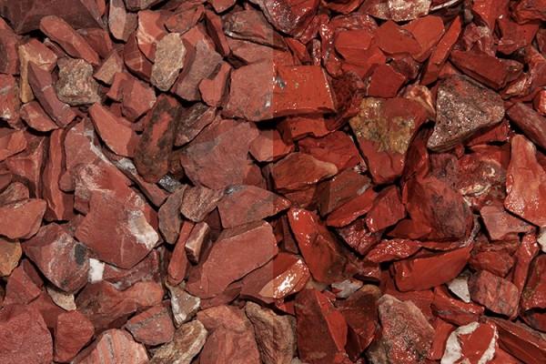 Red Jaspis Splitt 10-30 mm rot trockener und nasser Zustand