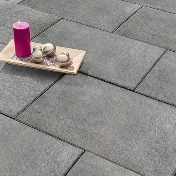 Terrassenplatte Soledo 60x40x4 cm basalt Beispiel