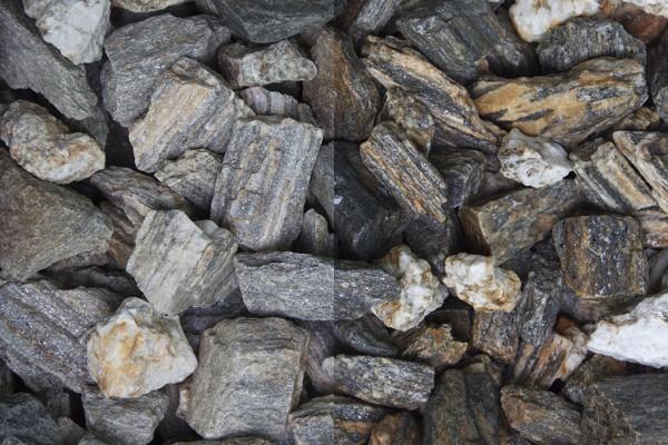 Woodstone Splitt 10 - 30 mm trockener und nasser Zustand