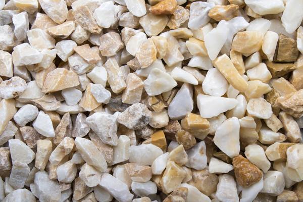 Kristall gelb Splitt 12 - 16 mm trockener und nasser Zustand