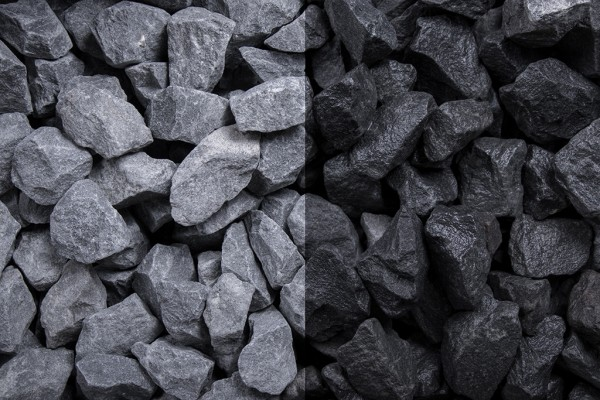 Basalt Splitt 16 - 22 mm trockener und nasser Zustand