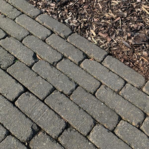 Pflasterstein Antik Riemchen 21x7x7 cm basalt 1 qm Verlegebeispiel