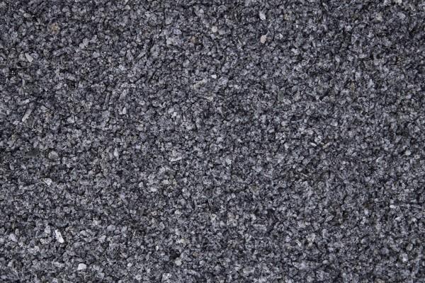 Granit Grau Splitt 1 - 3 mm trockener und nasser Zustand