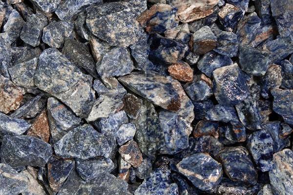 Sodalith Splitt 10 - 30 mm nasser und trockener Zustand