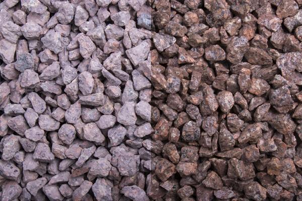 Roter Porphyr Splitt 8 - 11 mm trockener und nasser Zustand